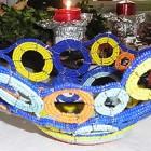 Perlenschale blau-gelb-türkis mit offenen Kreisen aus Glasperlen und Draht