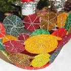 Perlenschale Perlenschale rot-gelb-bunt aus Glasperlen und Draht-gelb-bunt mit offenen Kreisen aus Glasperlen und Draht