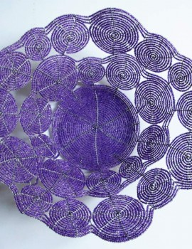 Perlenschale violett aus Glasperlen und Draht, Sicht von oben