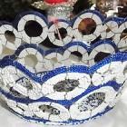Perlenschale weiss-blau mit offenen Kreisen aus Glasperlen und Draht